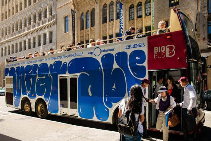 Comunicación en autobús. Inflatable - Laia Vives
